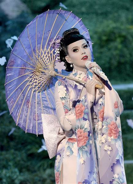 2D9769809-today-katy-perry-geisha-131125-2.today-inline-large