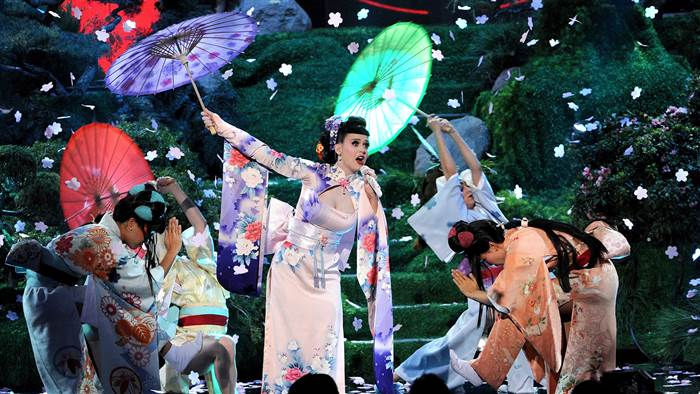 2D9769810-today-katy-perry-geisha-131125-1.today-inline-large